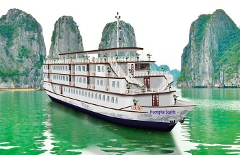 HA LONG CRUISE WITH HUONG HAI SEALIFE