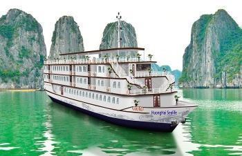 HA LONG CRUISE WITH HUONG HAI SEALIFE